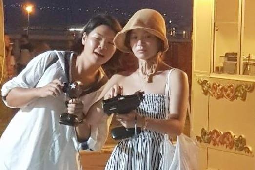 Song Hye Kyo hiếm hoi xuất hiện qua góc hình do người qua đường chụp, liệu vóc dáng có chuẩn như hình đã chỉnh sửa - Ảnh 3.
