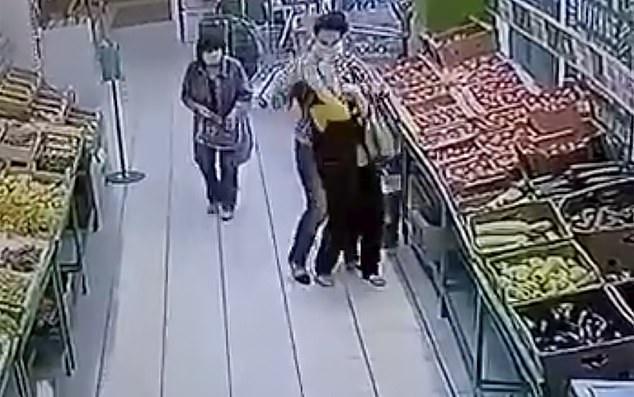 """Rúng động: Cựu hoa khôi vô cớ dùng dao đâm nhân viên siêu thị nhiều nhát, câu nói khó hiểu đầy thù hằn lúc hành động khiến nhiều người """"lạnh gáy"""" - Ảnh 3."""