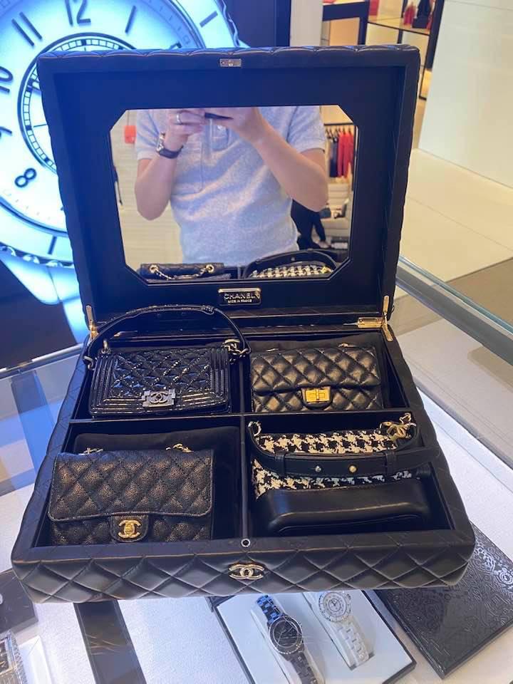 Chẳng kém Cường Đô La, Ngọc Trinh đã chốt đơn ngay bộ túi Chanel tí hon siêu đắt nhưng bất ngờ nhất là lời nhắn gửi con gái - Ảnh 1.