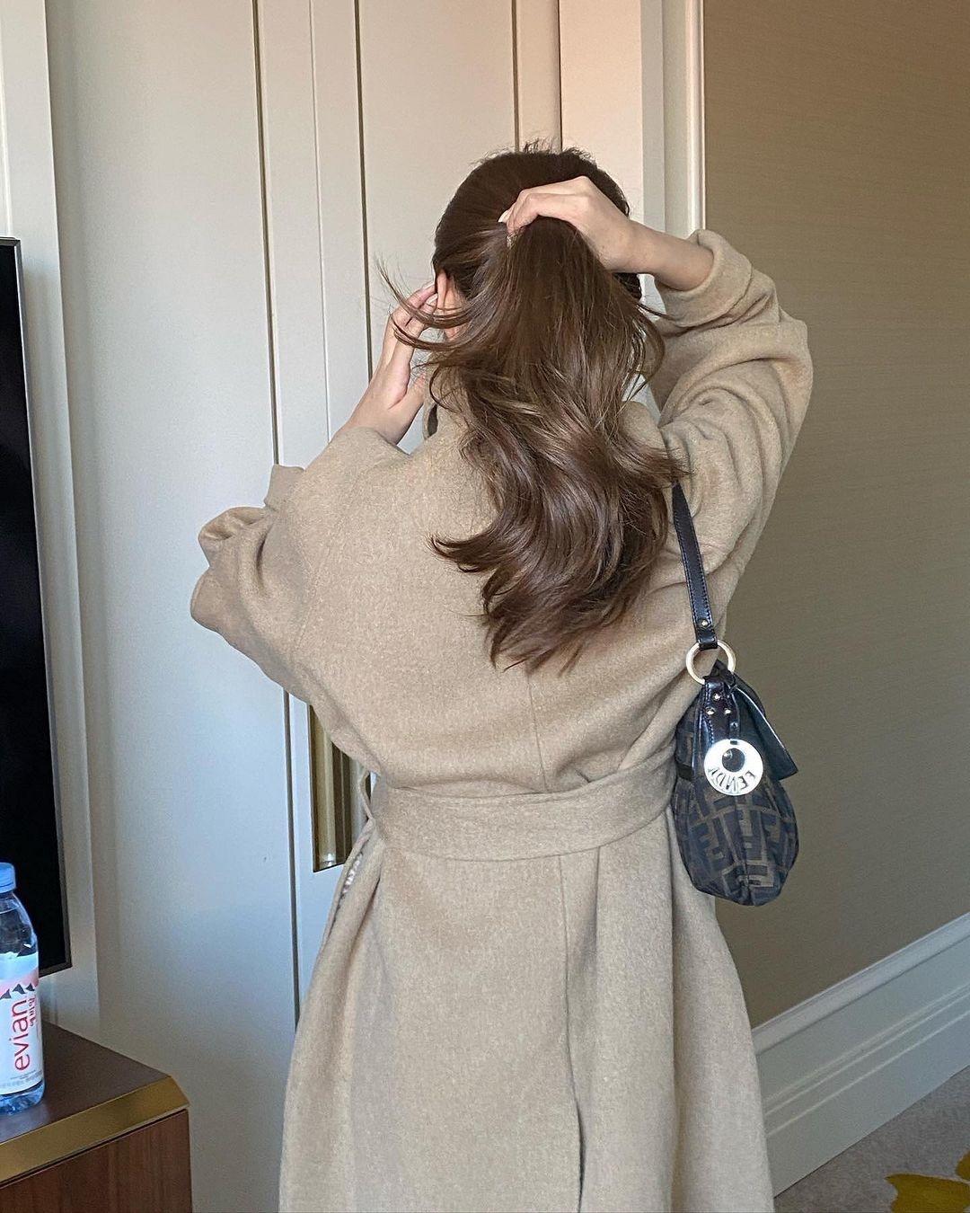 Làm tóc xoăn thì xinh lịm tim rồi nhưng muốn giữ nếp tóc bồng bềnh, dài lâu thì bạn cần ghim thêm 5 tip này - Ảnh 3.