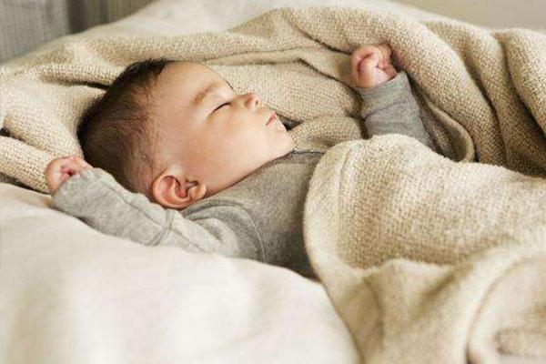 Mùa đông, bố mẹ càng tích cực làm 5 việc này càng khiến con dễ bị ốm, dừng ngay lại trước khi quá muộn - Ảnh 3.