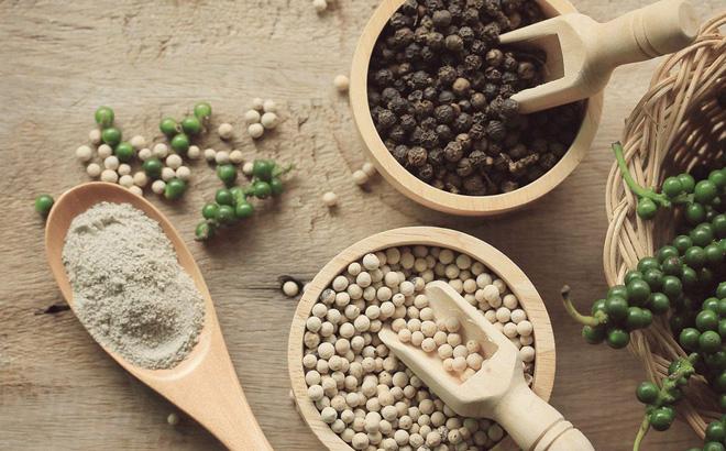 """Hạt tiêu nên sử dụng thế nào để không """"tiêu"""" luôn món ăn của bạn - tưởng đơn giản mà không phải ai cũng biết! - Ảnh 1."""