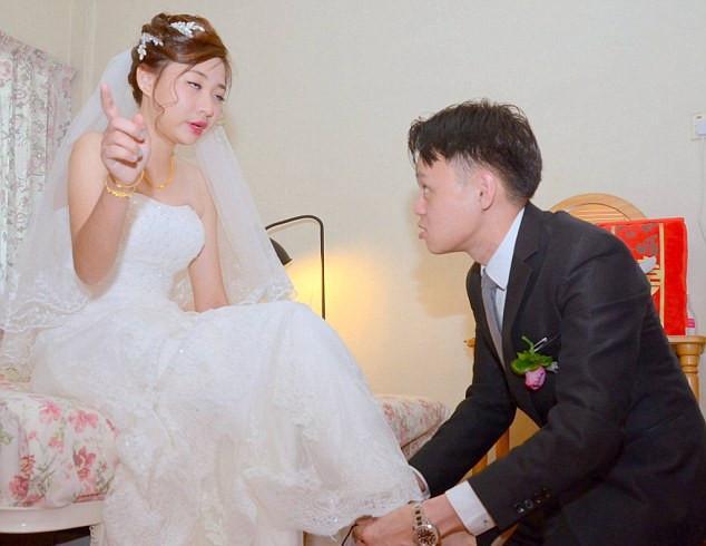 """Đám cưới cười ra nước mắt: Cô dâu quá chén, đứng giữa nhà trai đòi """"lập lại trật tự gia đình"""" và cái kết không thể ngờ sau đó - Ảnh 2."""