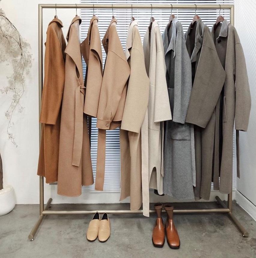 Áo khoác dáng dài rất dễ dìm dáng, muốn tìm được item ưng ý bạn cần nhớ 4 tips sau - Ảnh 1.