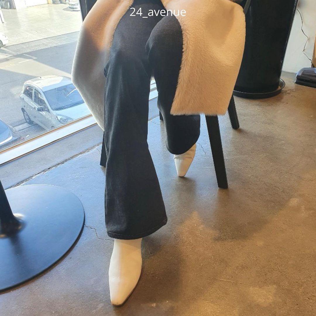 Ghim 3 công thức mix quần jeans với boots này, các nàng sẽ hack chân dài, style lên hương trông thấy - Ảnh 1.