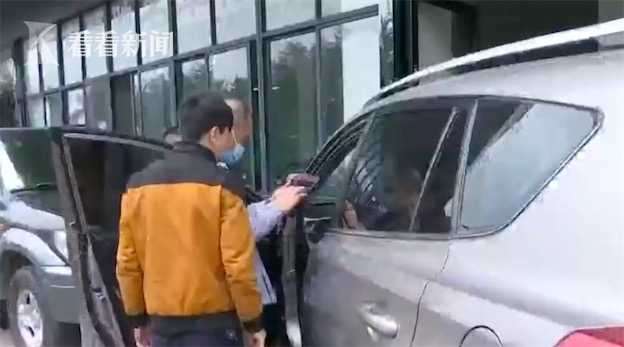 Chi 500 triệu đồng mua ô tô cũ, người đàn ông gần như chết lặng khi vô tình phát hiện sự thật đáng phẫn nộ ở ghế phụ  - Ảnh 3.