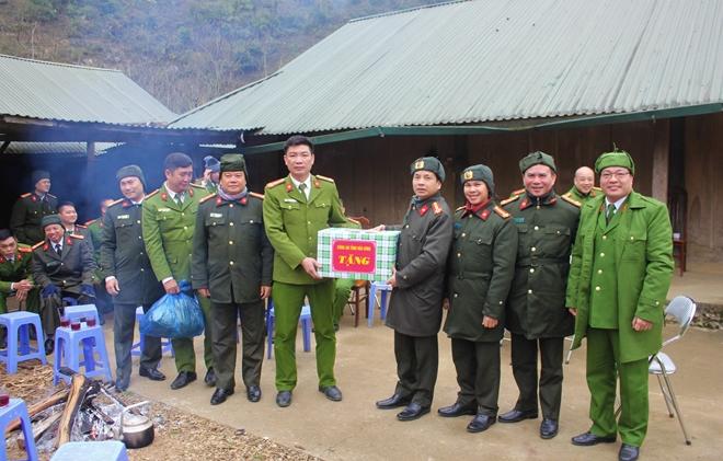 Công an tỉnh thăm, chúc tết đồng bào dân tộc Mông - Ảnh 3.