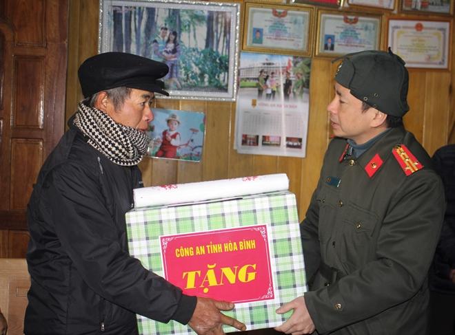 Công an tỉnh thăm, chúc tết đồng bào dân tộc Mông - Ảnh 6.