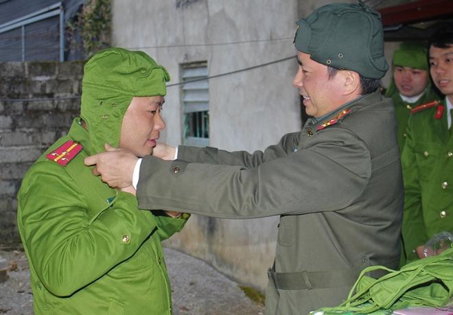 Công an tỉnh thăm, chúc tết đồng bào dân tộc Mông - Ảnh 4.