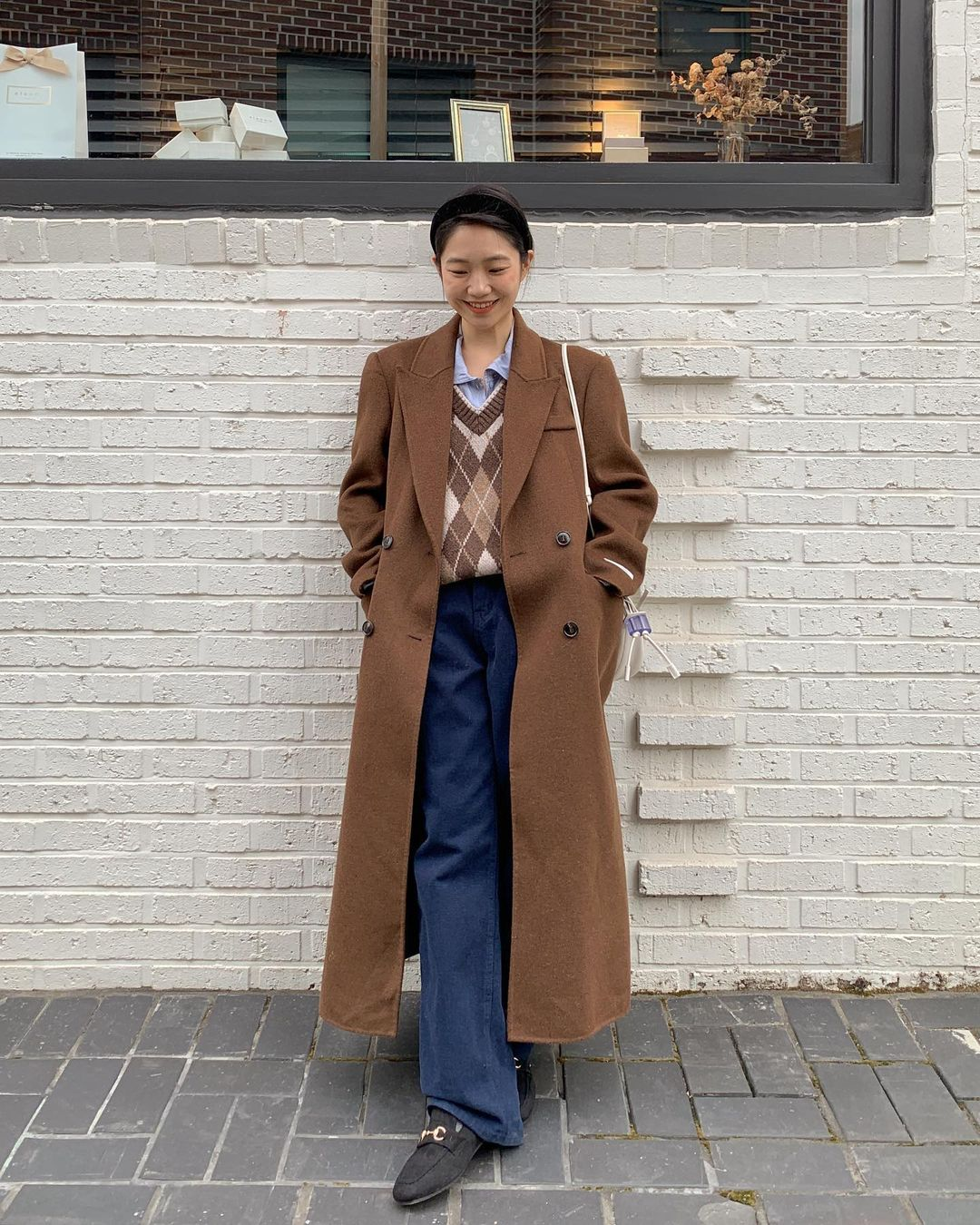 Mùa Đông diện áo khoác dáng dài là ấm nhất nhưng diện sao cho tôn dáng và sành điệu thì phải học 10 gợi ý sau - Ảnh 1.