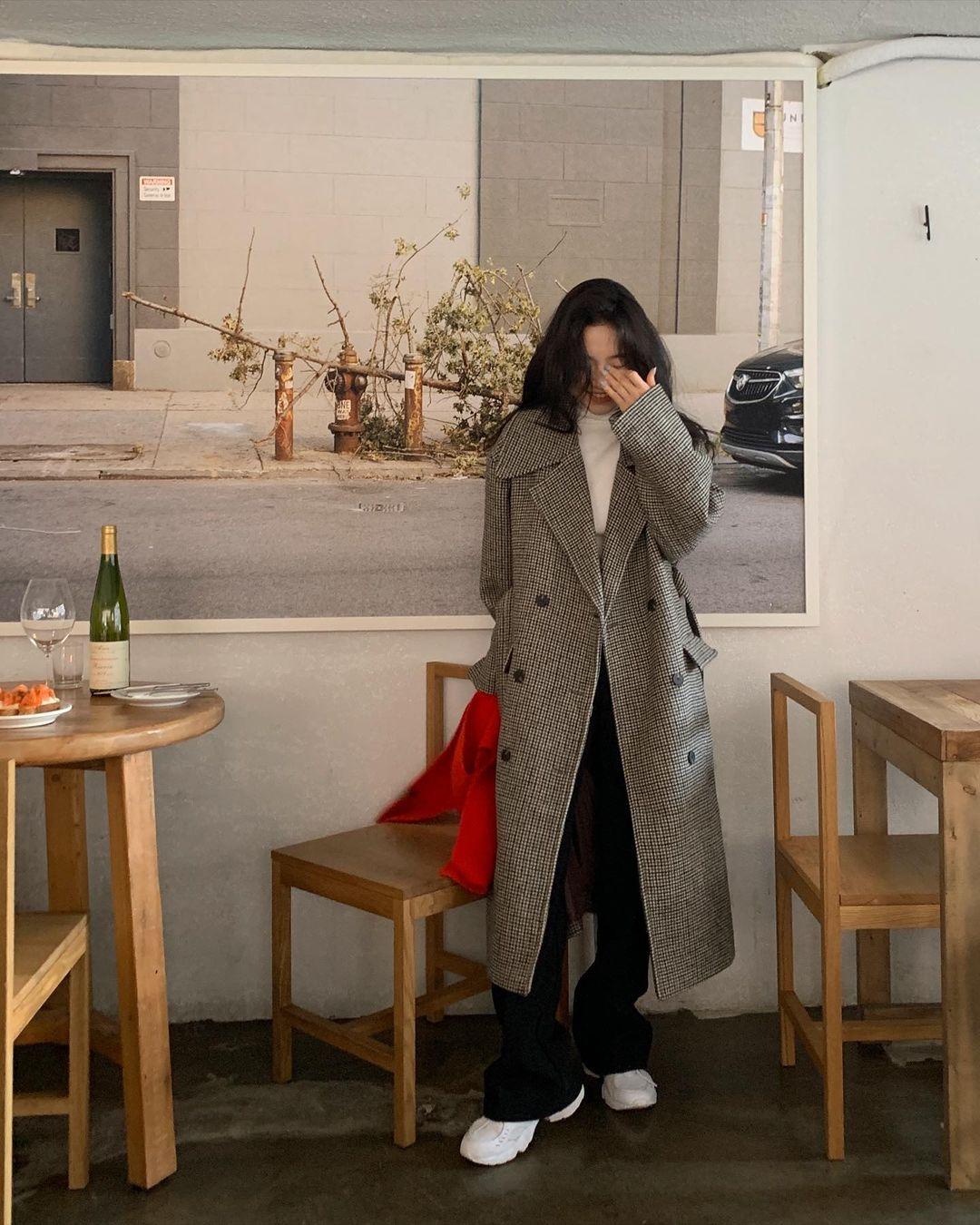 Mùa Đông diện áo khoác dáng dài là ấm nhất nhưng diện sao cho tôn dáng và sành điệu thì phải học 10 gợi ý sau - Ảnh 7.