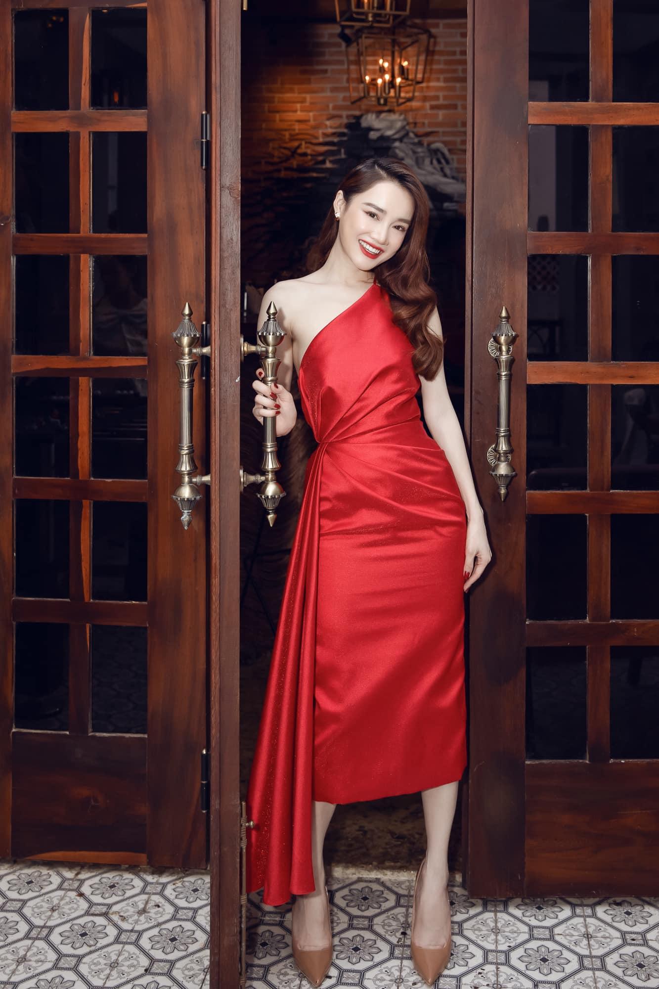 """Chưa đầy 2 tuần, sao Việt đã cạnh tranh gay gắt ngôi """"nữ hoàng thảm đỏ"""" năm 2021: Tiếc là chưa ai qua được Ngọc Trinh - Ảnh 8."""