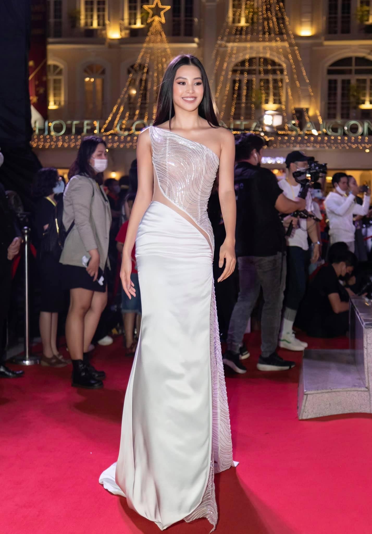 """Chưa đầy 2 tuần, sao Việt đã cạnh tranh gay gắt ngôi """"nữ hoàng thảm đỏ"""" năm 2021: Tiếc là chưa ai qua được Ngọc Trinh - Ảnh 4."""