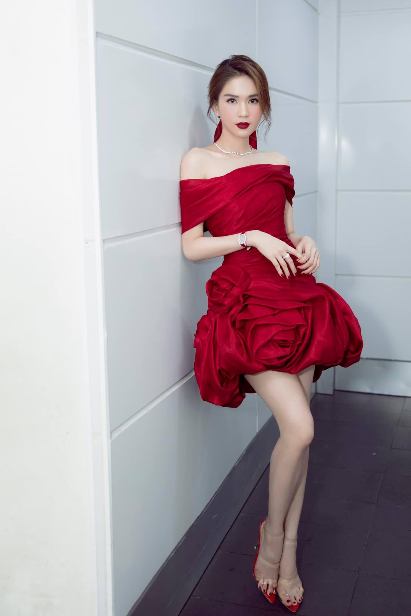 """Chưa đầy 2 tuần, sao Việt đã cạnh tranh gay gắt ngôi """"nữ hoàng thảm đỏ"""" năm 2021: Tiếc là chưa ai qua được Ngọc Trinh - Ảnh 1."""