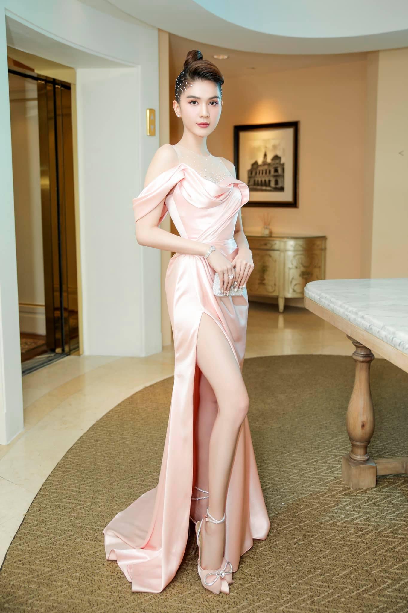 """Chưa đầy 2 tuần, sao Việt đã cạnh tranh gay gắt ngôi """"nữ hoàng thảm đỏ"""" năm 2021: Tiếc là chưa ai qua được Ngọc Trinh - Ảnh 2."""