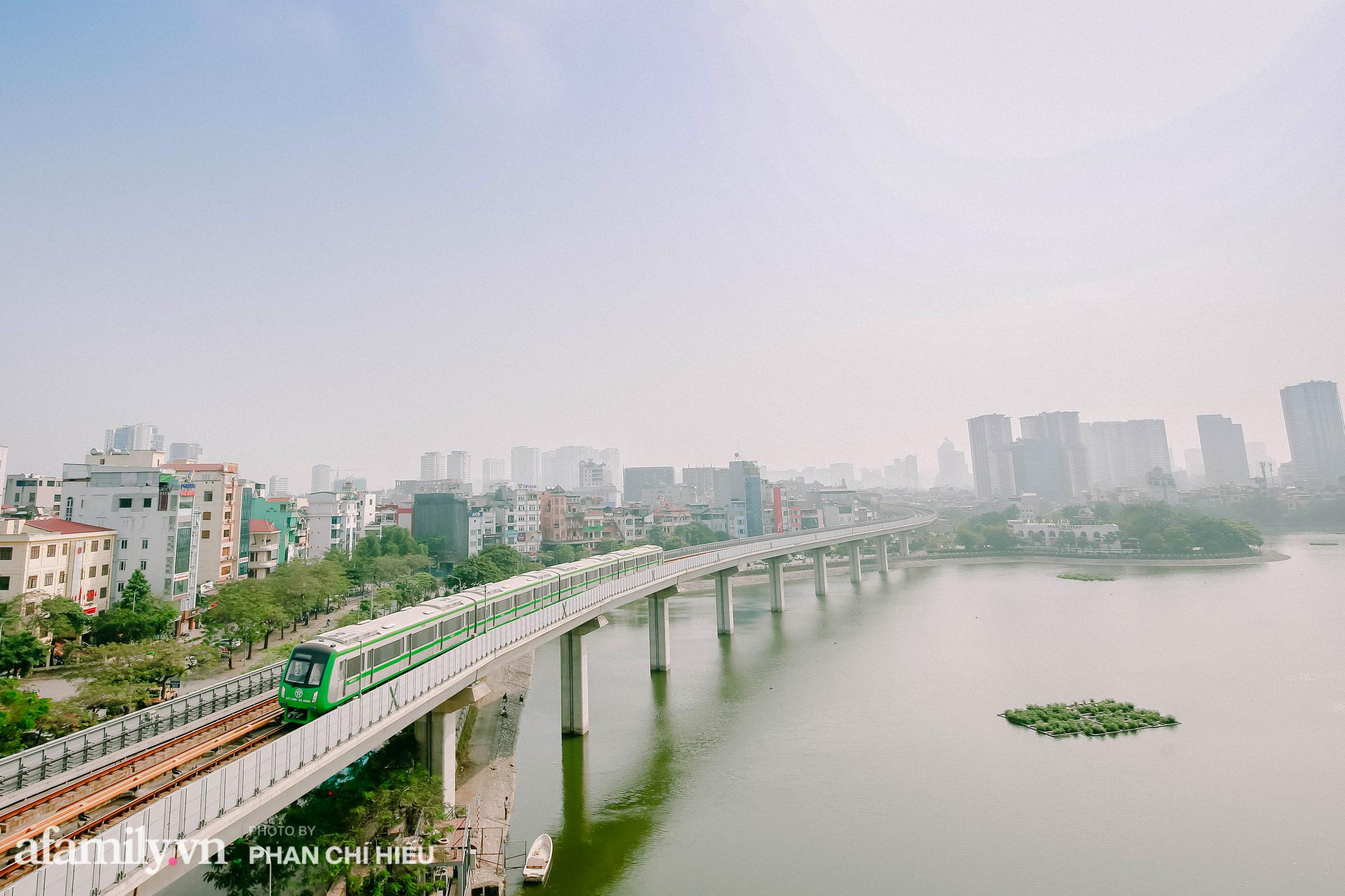 Tuyến đường sắt Cát Linh- Hà Đông đẹp cỡ nào mà được nhiều reviewer khen hết lời, lại còn rủ nhau đi mua vest để chuẩn bị đi thử trong năm 2021 - Ảnh 1.