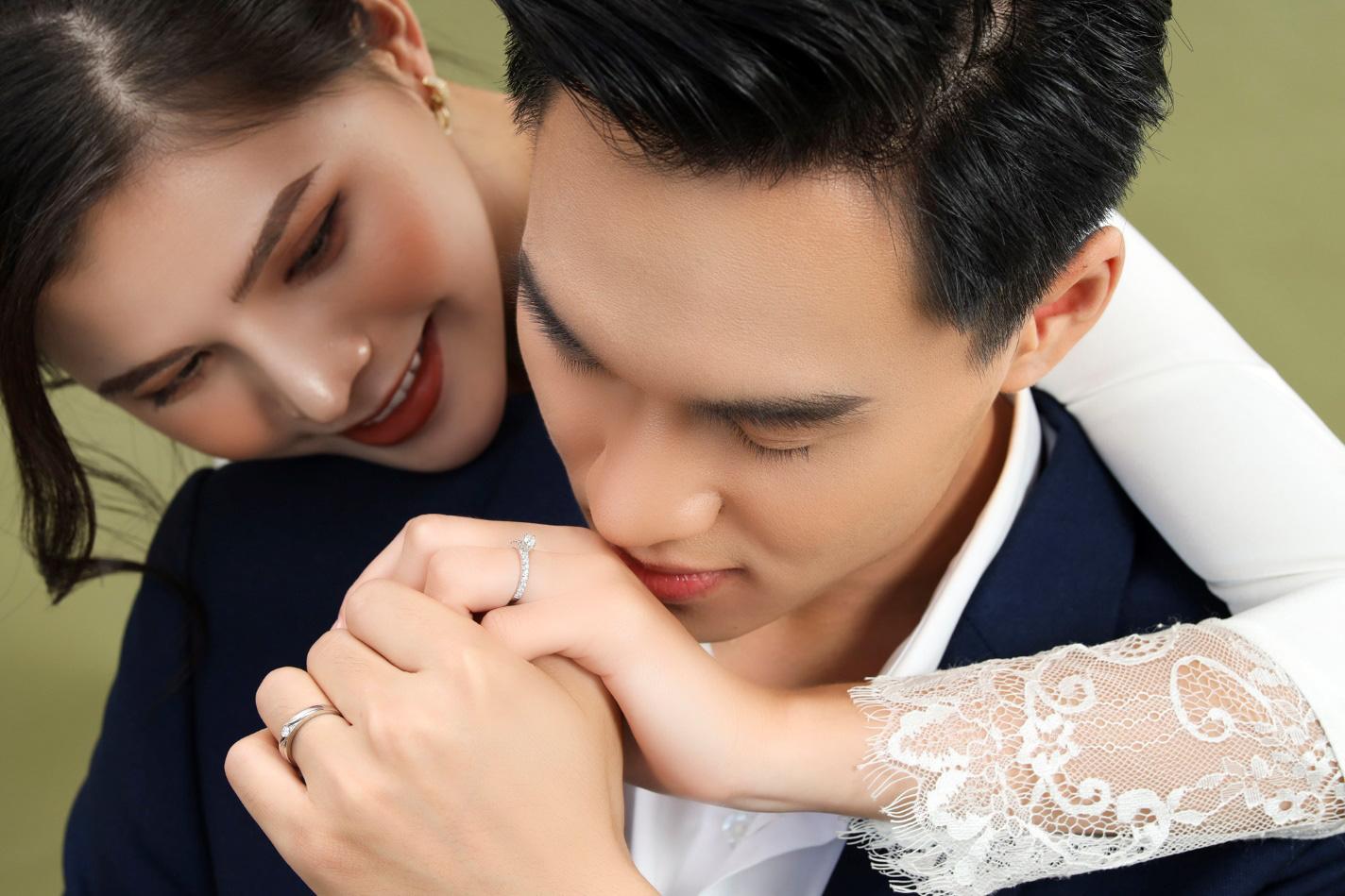 Xu hướng nhẫn cưới đơn giản và tinh tế lên ngôi đầu năm 2021 - Ảnh 1.