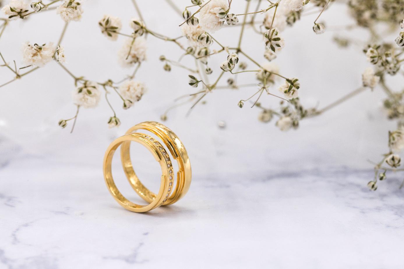 Xu hướng nhẫn cưới đơn giản và tinh tế lên ngôi đầu năm 2021 - Ảnh 4.