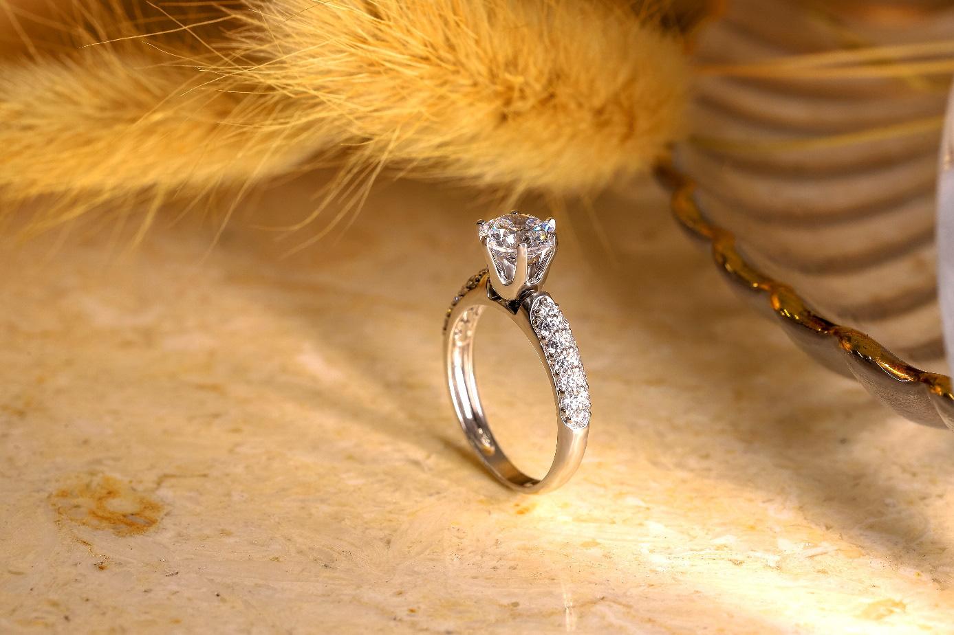 Xu hướng nhẫn cưới đơn giản và tinh tế lên ngôi đầu năm 2021 - Ảnh 7.