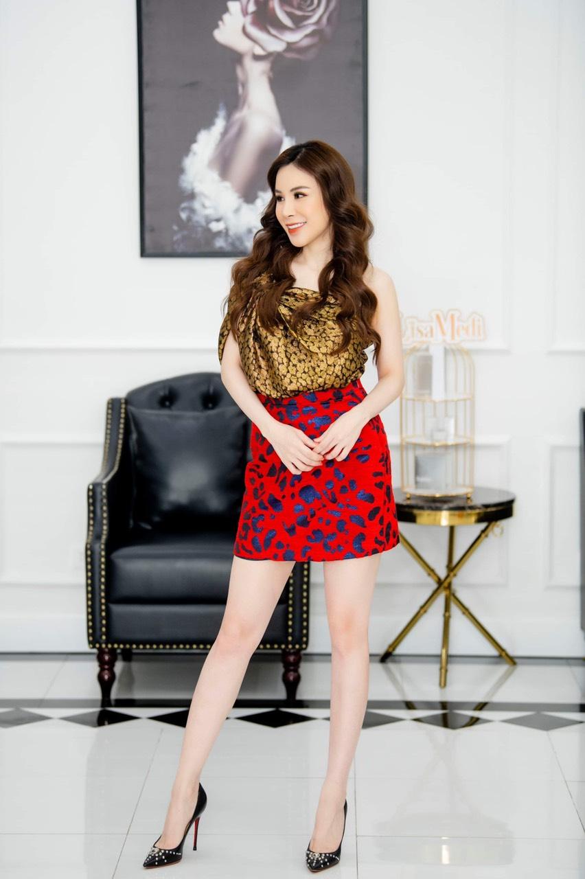 Hoa hậu Áo dài Hoàng Dung thử thách 100 ngày 100 Outfits hàng hiệu - Ảnh 4.