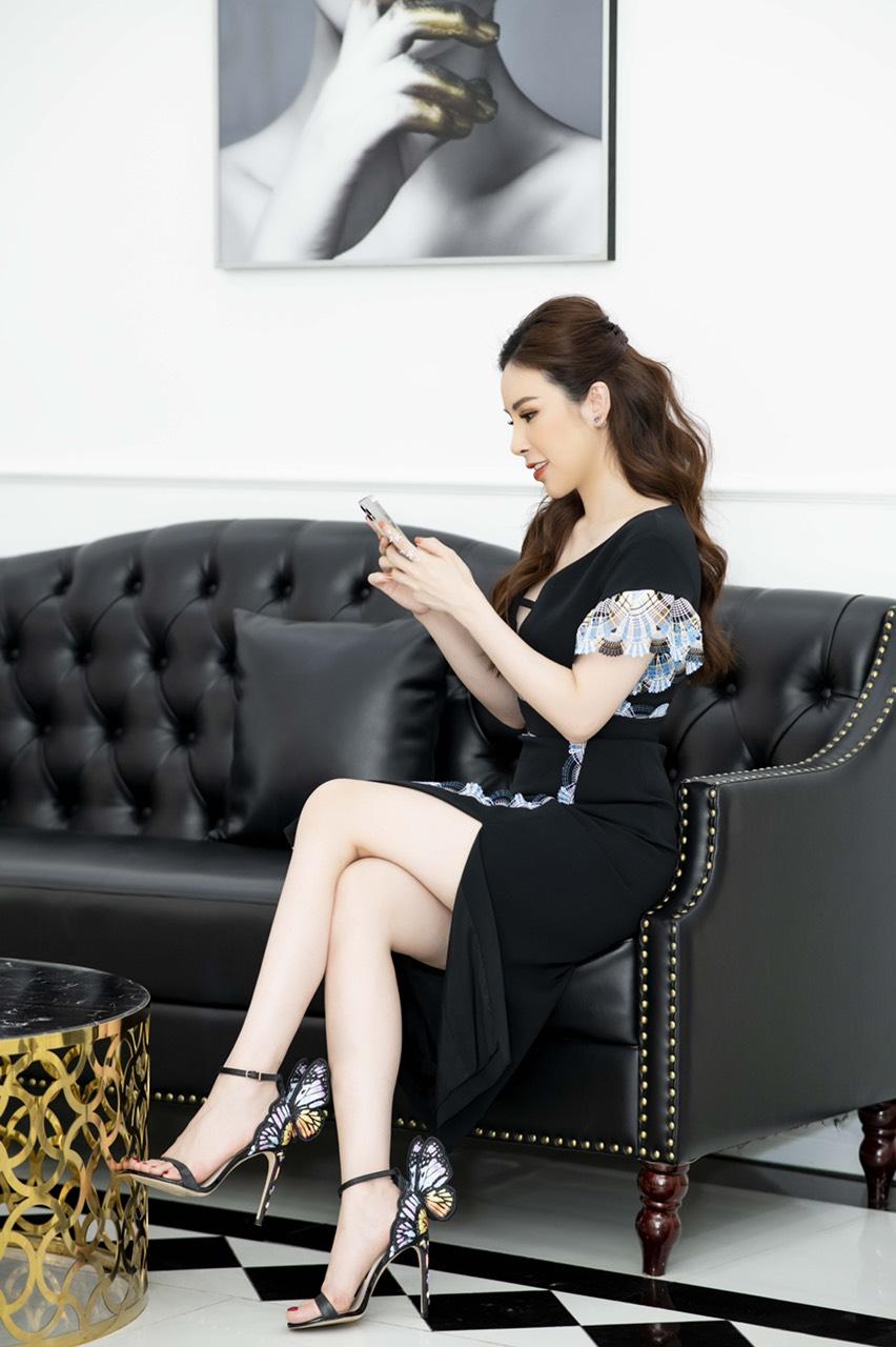 """Mix & Phối - Người đẹp soán ngôi """"Nữ hoàng hàng hiệu"""" tại Vbiz: 100 ngày diện đúng 100 bộ mà không trùng lấy 1 lần - chanvaydep.net 1"""