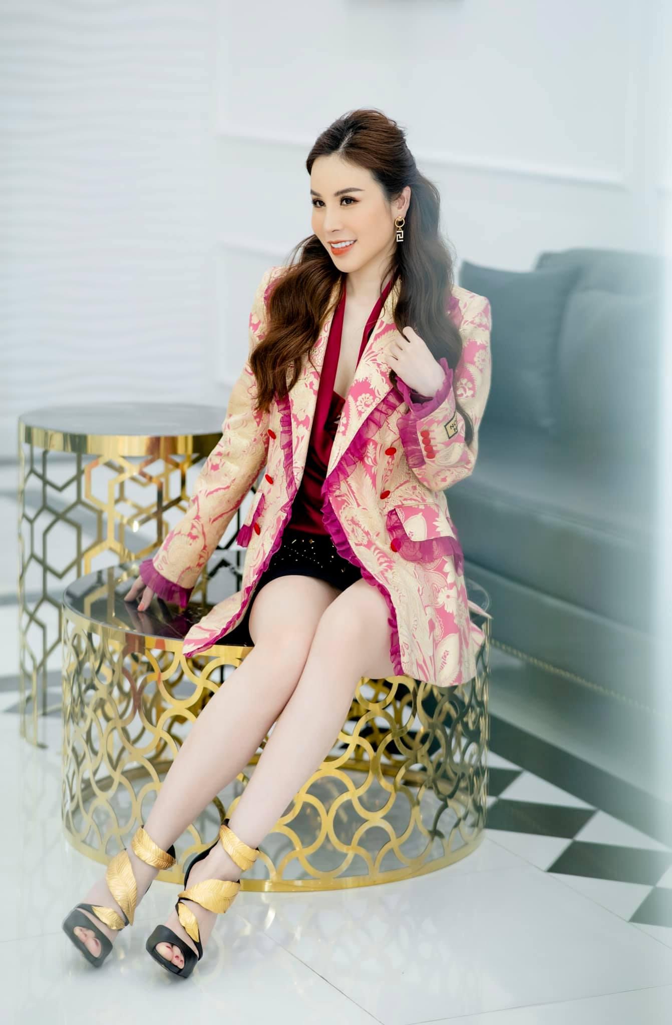 Hoa hậu Áo dài Hoàng Dung thử thách 100 ngày 100 Outfits hàng hiệu - Ảnh 11.