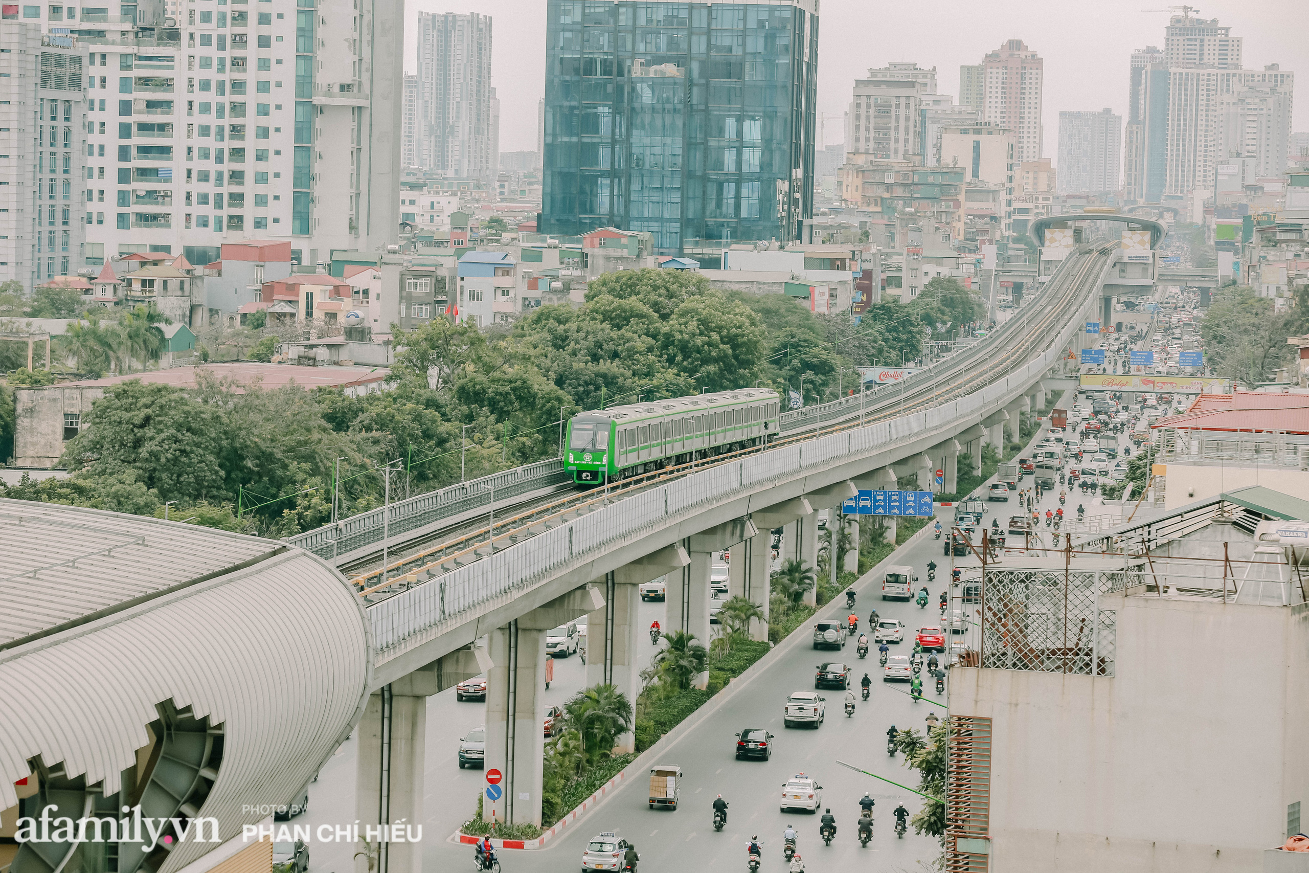 Tuyến đường sắt Cát Linh- Hà Đông đẹp cỡ nào mà được nhiều reviewer khen hết lời, lại còn rủ nhau đi mua vest để chuẩn bị đi thử trong năm 2021 - Ảnh 3.