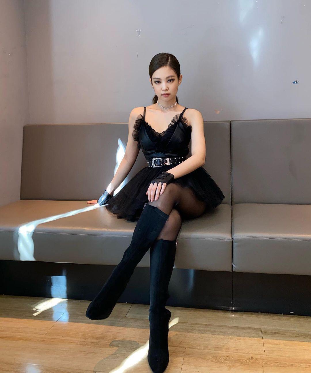 Jennie đặc biệt chỗ này: Mỗi lần lên đồ khoe vai 90 độ sexy là làm fan thổn thức - Ảnh 9.
