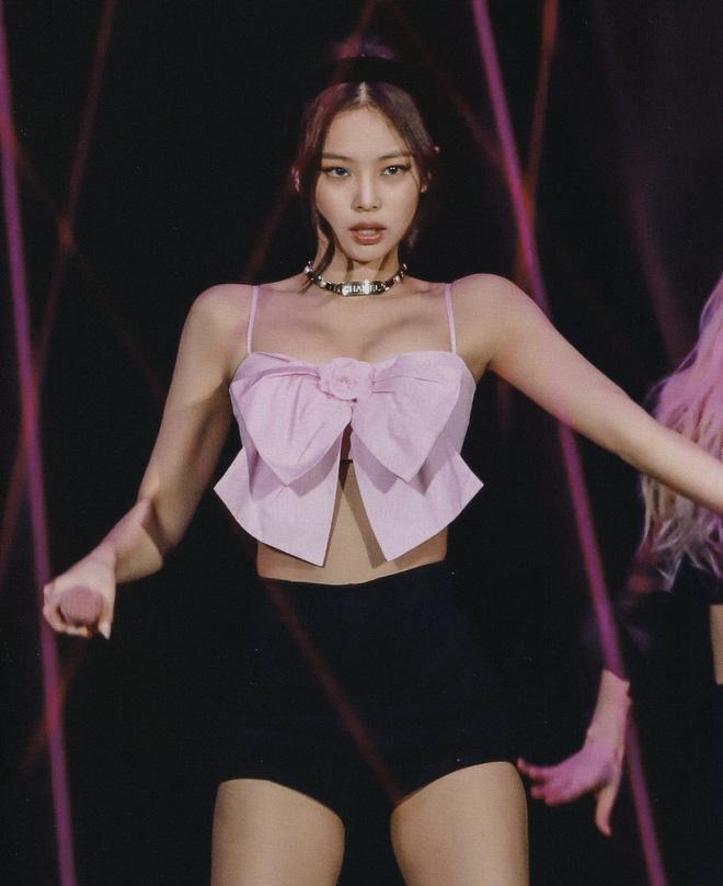 Jennie đặc biệt chỗ này: Mỗi lần lên đồ khoe vai 90 độ sexy là làm fan thổn thức - Ảnh 8.