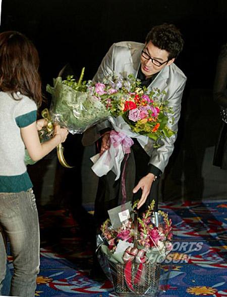 Bộ ảnh Son Ye Jin bị khán giả lơ đẹp không ai đếm xỉa, mặt buồn thiu thuở mới vào nghề hot trở lại, netizen xem lại đều buồn thay - Ảnh 3.