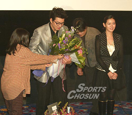 Bộ ảnh Son Ye Jin bị khán giả lơ đẹp không ai đếm xỉa, mặt buồn thiu thuở mới vào nghề hot trở lại, netizen xem lại đều buồn thay - Ảnh 5.