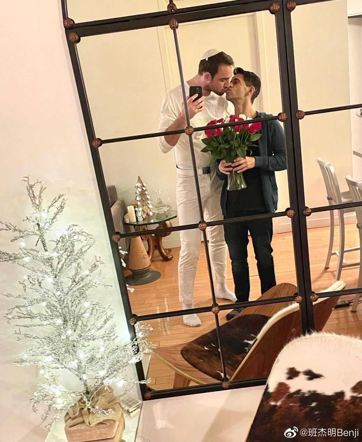 Nam thần ngoại quốc duy nhất trong Hoàn Châu Cách Cách gây sốt khi cầu hôn thành công bạn trai đồng tính - Ảnh 2.