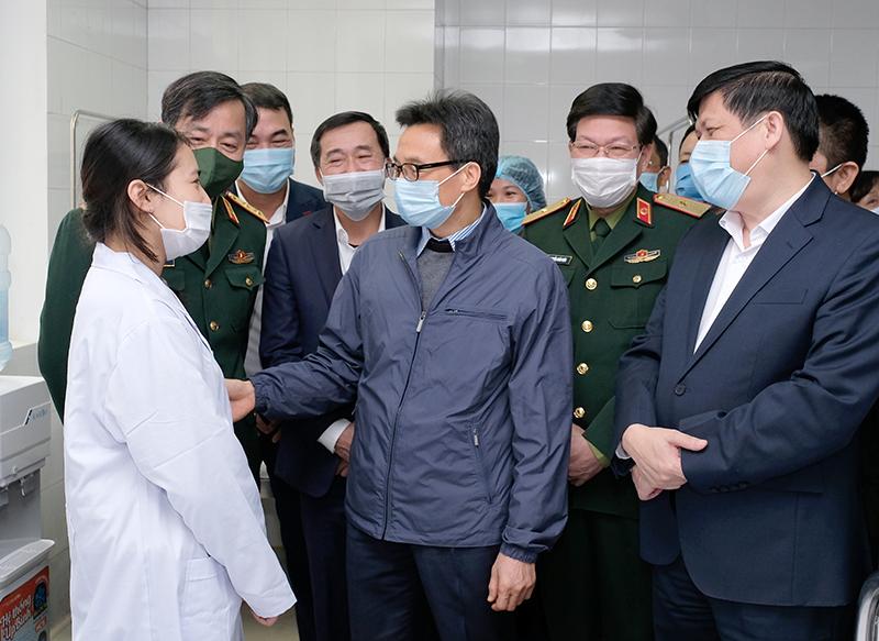 Hôm nay, Việt Nam tiêm mũi 2 vắc xin COVID-19 liều 25mcg cho 3 người tình nguyện - Ảnh 1.