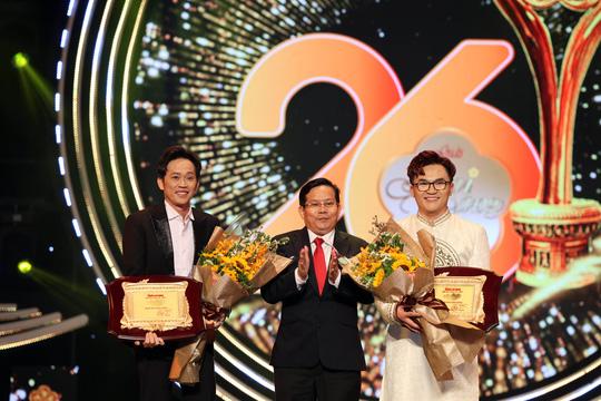 """""""Mai Vàng"""": Hồng Nhung mặc đầm 2 dây cực gợi cảm, Trương Ngọc Ánh xuất hiện bên tình trẻ Anh Dũng - Ảnh 5."""