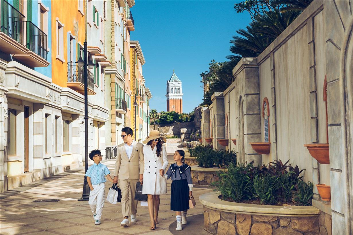 """""""Amalfi bên bờ Địa Trung Hải sẽ trở thành sàn catwalk đặc biệt nhất từ trước tới nay của Fashion Voyage - Ảnh 3."""