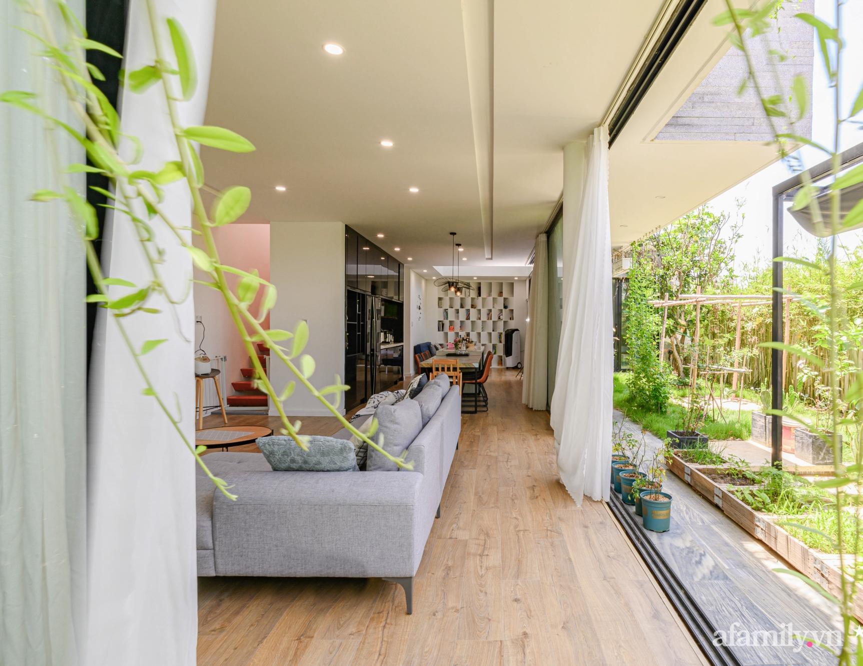 Ngôi nhà nhiều cây xanh và ánh sáng gói trọn bình yên của cặp vợ chồng kiến trúc sư ở Đà Nẵng - Ảnh 5.