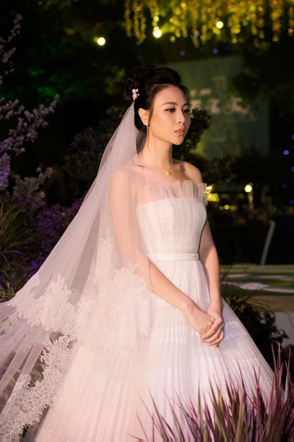 So style 2 cặp sao hot của Vbiz: Cường Đô La - Thu Trang đơn giản nhưng vẫn xịn xò , Hà Hồ - Kim Lý lên đồ thế nào mà hút fan vậy? - Ảnh 6.