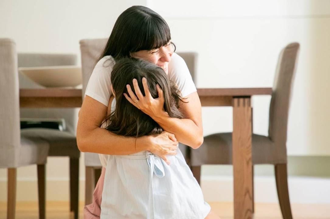 Cho con mọi thứ để con hạnh phúc thôi chưa đủ, mẹ phải biết bảo vệ con gái tuổi teen khỏi những nguy cơ sức khỏe này nữa! - Ảnh 1.