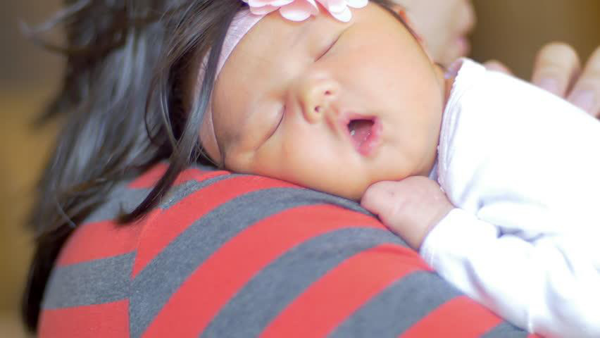 Truy tìm  thủ phạm khiến bé khó ngủ và các biện pháp giúp bé ngủ ngon, bớt giật mình, quấy khóc - Ảnh 4.