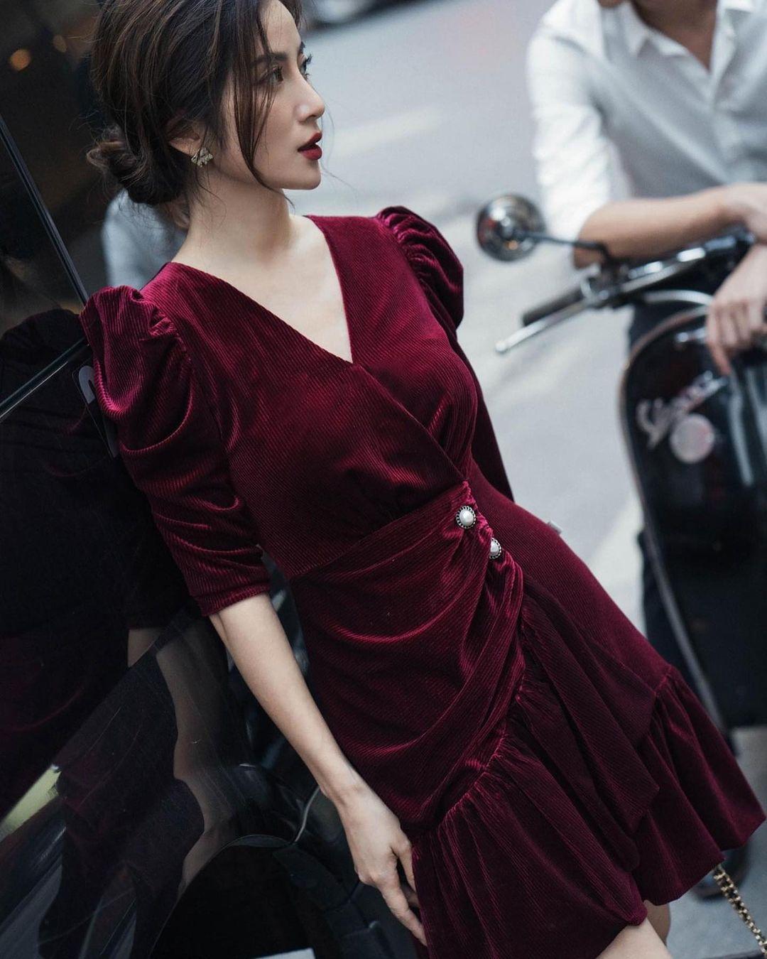 """10 mẫu váy đỏ rất sang chứ không hề chóe của các shop thời trang Việt, sắm ngay để năm mới """"đỏ thôi đen quên đi"""" - Ảnh 19."""