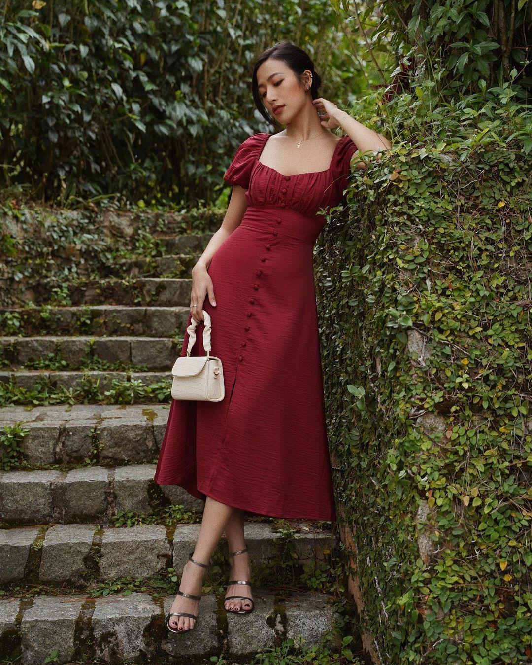 """10 mẫu váy đỏ rất sang chứ không hề chóe của các shop thời trang Việt, sắm ngay để năm mới """"đỏ thôi đen quên đi"""" - Ảnh 13."""