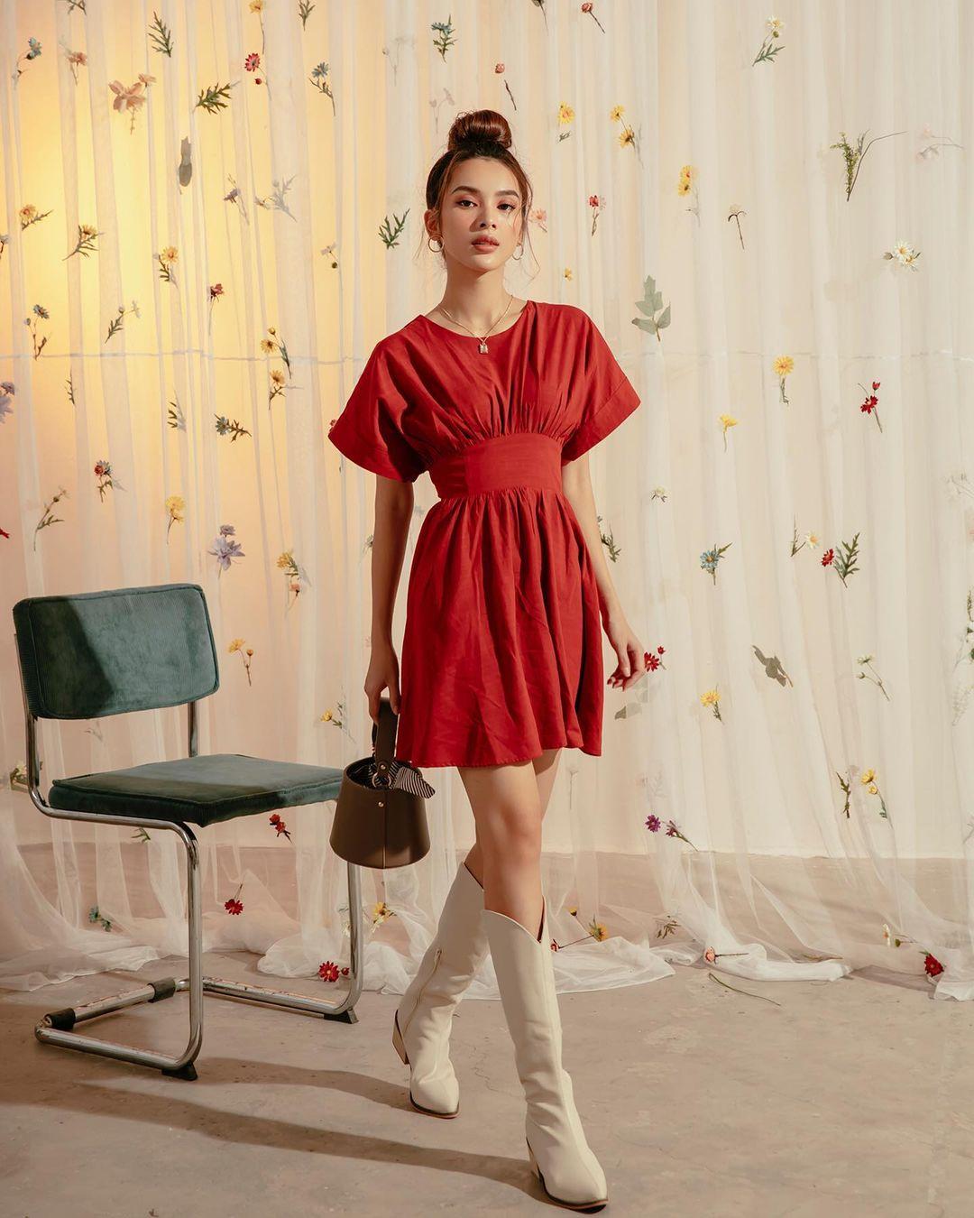 """10 mẫu váy đỏ rất sang chứ không hề chóe của các shop thời trang Việt, sắm ngay để năm mới """"đỏ thôi đen quên đi"""" - Ảnh 11."""