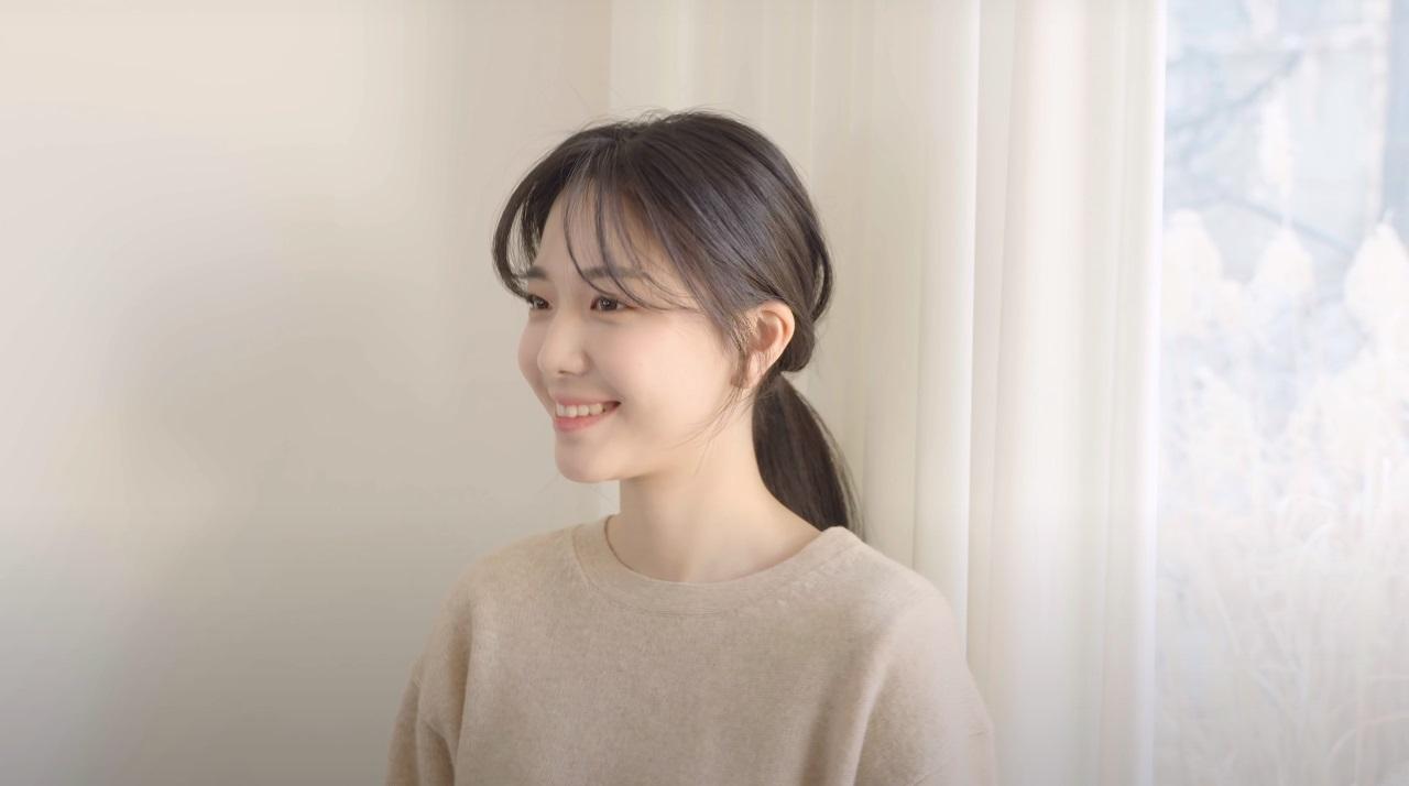Hair stylist nổi tiếng Hàn Quốc hướng dẫn cách tự cắt tóc mái thưa chỉ với 4 bước, xinh xẻo và làm nhỏ mặt cực đỉnh - Ảnh 11.