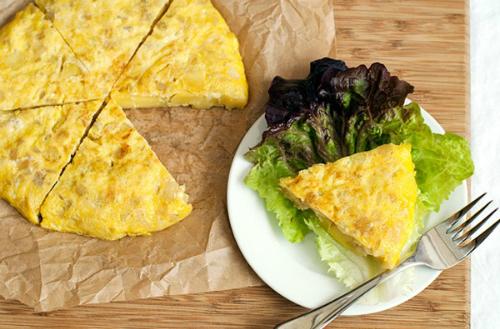 Vẫn là trứng chiên nhưng chỉ cần thêm 2 loại nguyên liệu quen thuộc này, chị em sẽ có ngay món ăn vừa mới lạ, vừa ngon đáo để! - Ảnh 5.