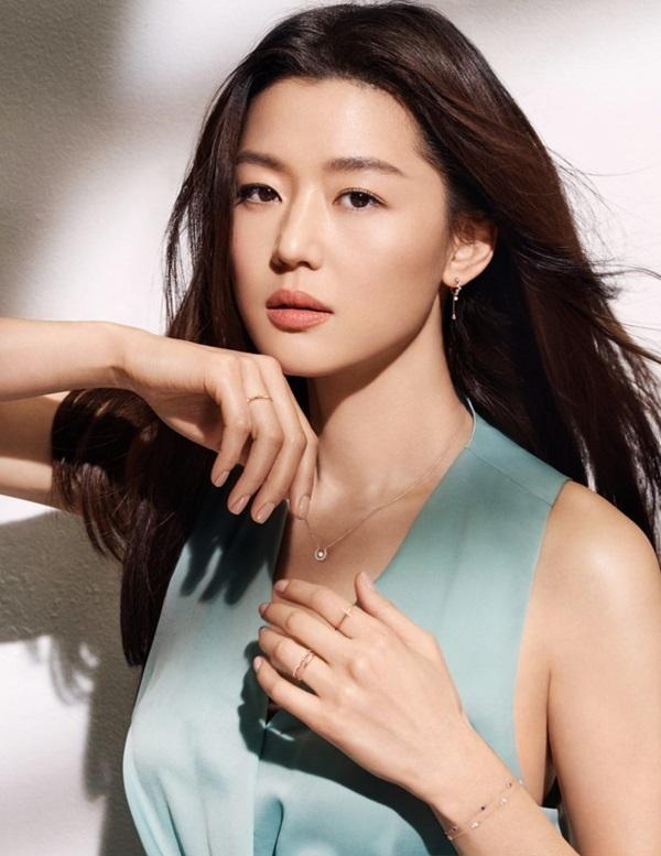 Song Hye Kyo, Jun Ji Hyun gây tranh cãi khi được truyền thông xứ Hàn khen ngợi lên hết lời, Son Ye Jin bị bỏ quên - Ảnh 3.