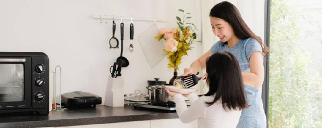 Sức khỏe con gái tuổi teen: Những điều mẹ cần biết để phòng ngừa bệnh tật cho trẻ - Ảnh 2.