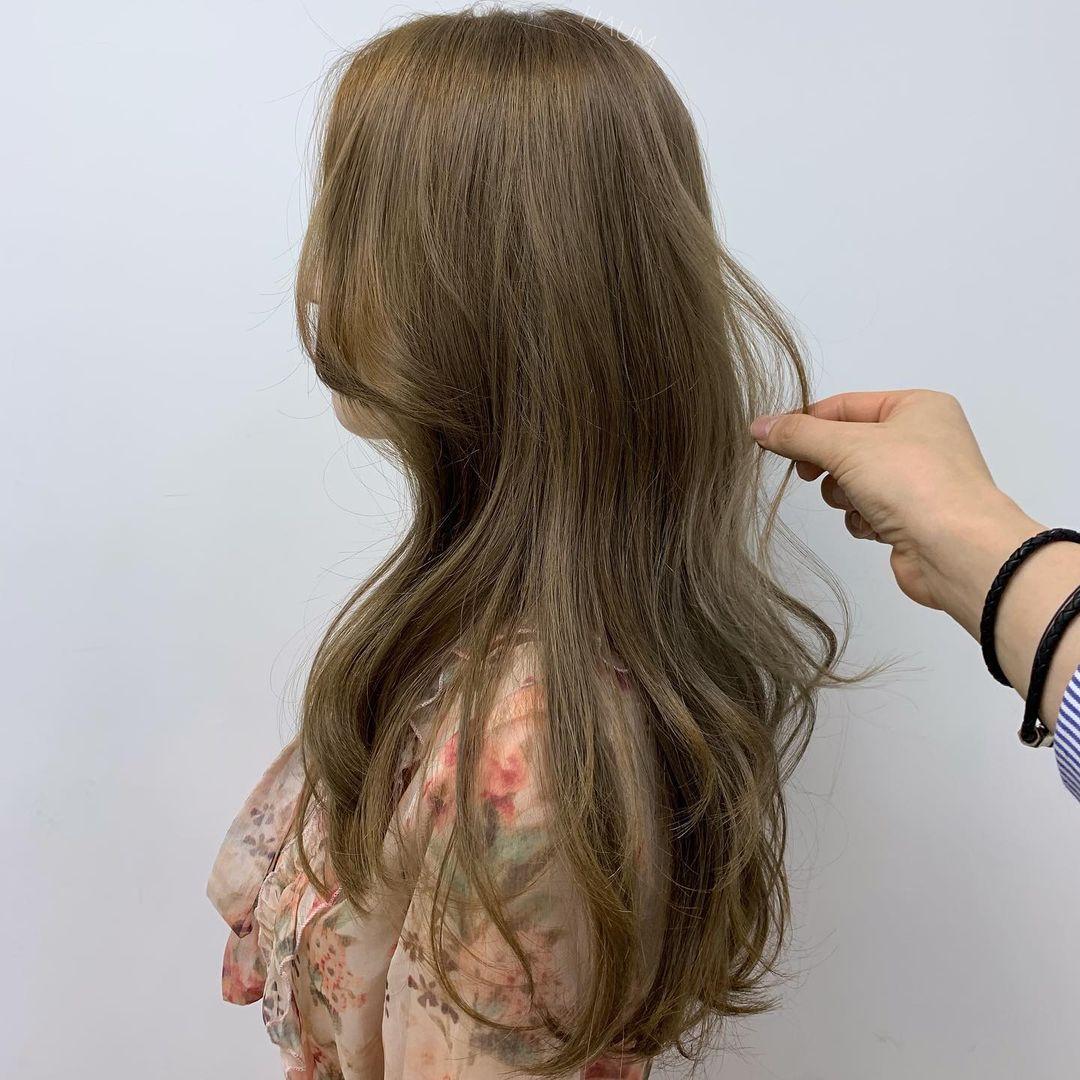 """Không chỉ mỗi màu nâu, 9 màu tóc nhuộm này cũng """"nịnh da"""" vi diệu, da sáng bật tông chỉ sau một lần nhuộm tóc - Ảnh 8."""