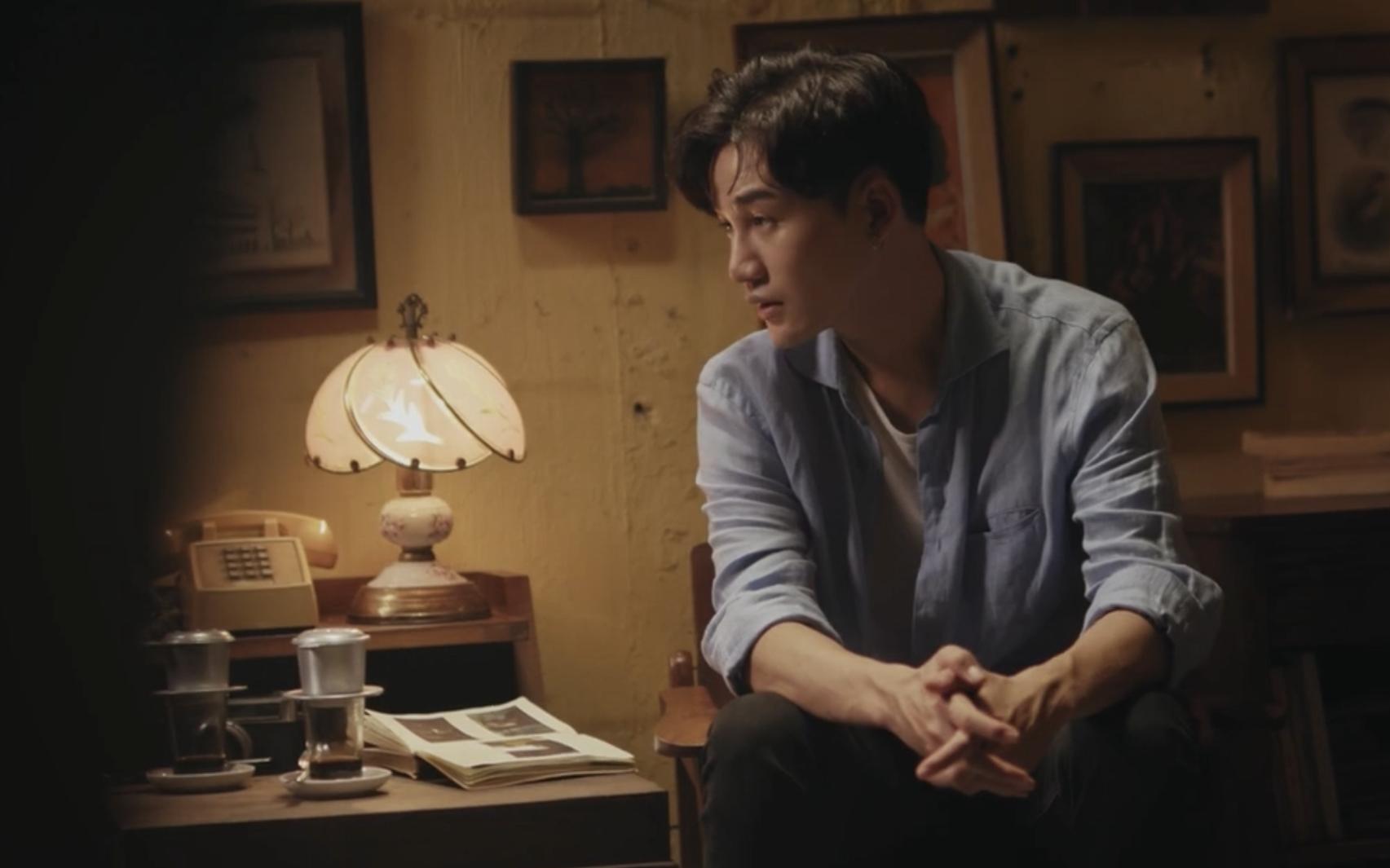 """Xúc động xem MV nhạc phim """"Bố già"""" do Trấn Thành đích thân viết lời, Ali Hoàng Dương thể hiện đầy cảm xúc"""