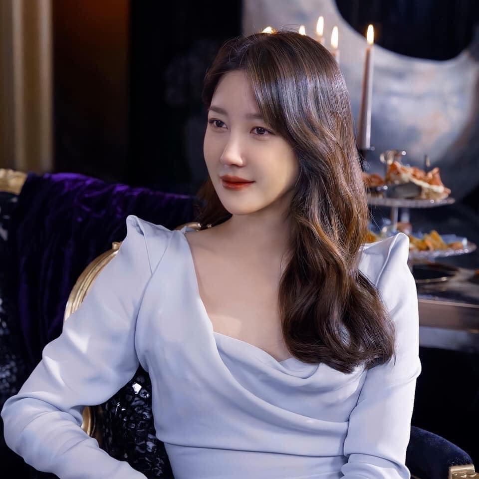 """Mix & Phối - Nàng công sở ngoài 30 học lỏm được 4 điều """"thầm kín"""" từ phong cách của 2 chị vợ cao tay chuyên trị tiểu tam trong phim Hàn - chanvaydep.net 1"""