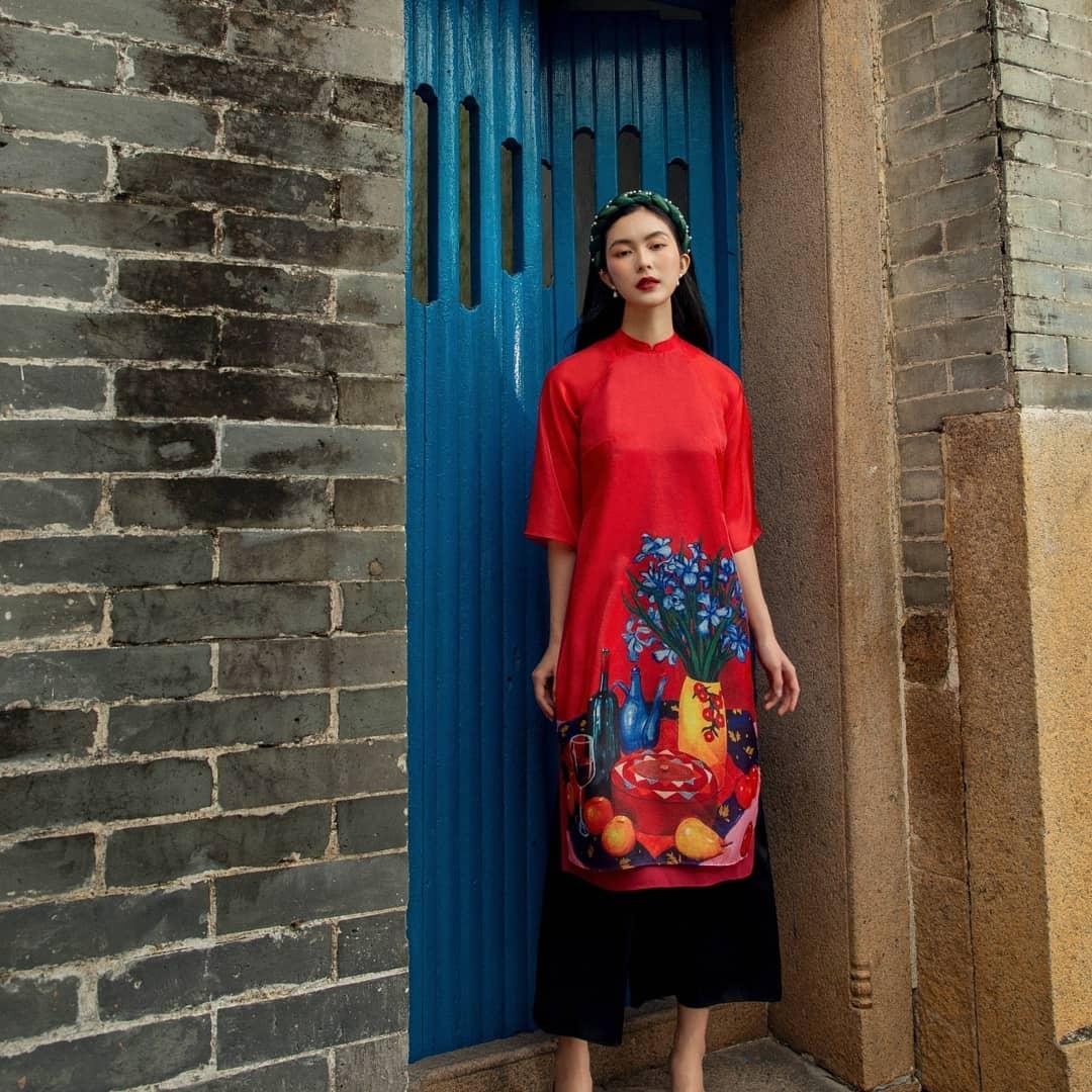 8 mẫu áo dài đỏ từ 450k nổi bật và tươi tắn hết sức để diện dịp đón năm mới - Ảnh 1.